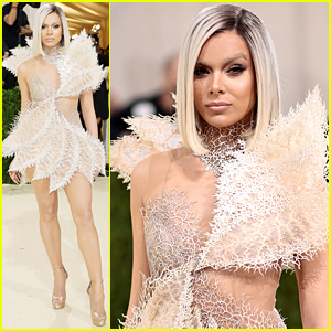 Hailee Steinfeld Almost Goes Unnoticed with Completely New Look at Met Gala 2021