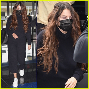 Selena Gomez Arrives at JFK Airport for a Flight Out of NYC