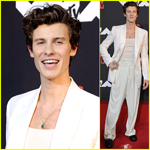 Shawn Mendes Shows Off His Smile Arriving at MTV VMAs 2021