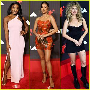 Simone Biles Joins Debby Ryan & Shay Mitchell at MTV VMAs 2021