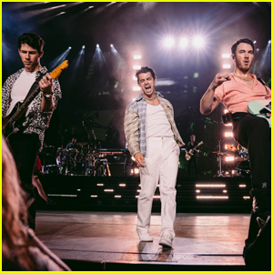 The Jonas Brothers Perform to Sold Out Crowd in New Jersey!